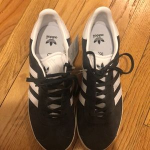 Boys size 7 Adidas grey and white shoes